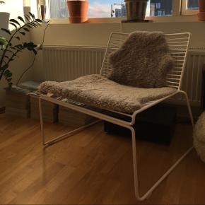 Sælger denne Hay stol. Der er ingen tegn på slid. Nypris 1500 kr. Kom med et bud.