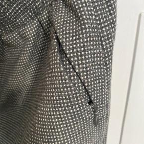 Smuk lady-like nederdel fra Designers Remix, fejler intet men bliver desværre ikke brugt.;.