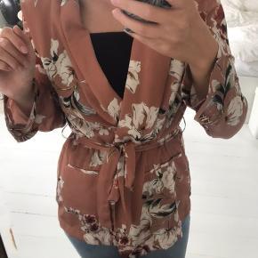 Smuk kimono med fint mønster