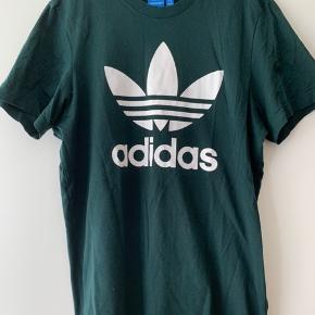 Fed Adidas t-shirt. Kun brugt få gange. Fremstår som ny