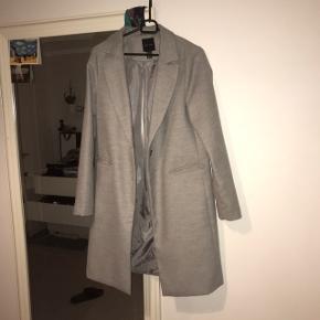New Look Frakke, Næsten som ny. Voerladegård - New Look Frakke, Voerladegård. Næsten som ny, Brugt og vasket et par gange men uden mærker eller skader