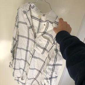 Sælger min hvide skjorte med mørkeblå striber