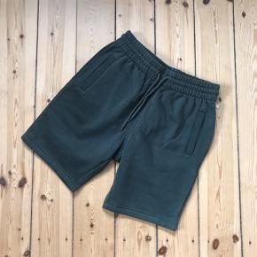Fine army grønne shorts fra H&M. Købt for små, så kun prøvet på en gang 🌼