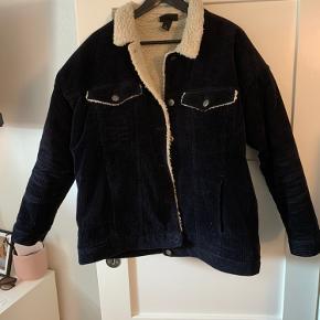Sælger denne jakke, da jeg ikke får den brugt mere.  Ny pris: 600