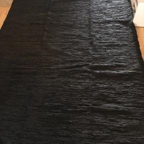 Læderklude tæppe  Str: 170x 240 Farve: sort Materiale: læder klude.  Nyt  Sender ikke  Afhente på Amager.