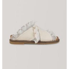 De fineste sandaler fra Ganni i str. 38. Brugt et par gange, men i rigtig fin stand. Byd gerne