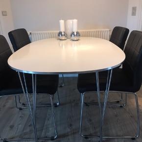 Yderst velholdt spisebord Piet Hein 100 x 150 cm og 70 høj Afhentes gerne hurtigt pga flytning. Alm brugsspor