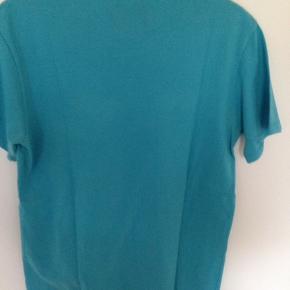 Super fin T-shirts fra SNIFF STREET SUPPLY som jeg er vokset fra.  Brystvidden 48 cm ( 96 for + bag Længden 72 cm  Mobil Pay / Ts  Porto 40 kr med GLS