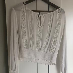 Skjorte fra h&m med fine detaljer. Byd!