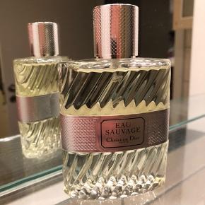 Fået denne Christian Dior parfume på 100 ml  i gave, desværre er duften ikke lige mig.  Den prøvet på med tre sprøjt og eller som ny. :-)  Afhentes eller sendes på købers regning.