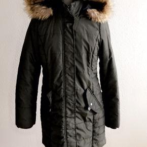 Vinter jakke  Aftagelig hat Brugt meget lidt Nypris 500kr