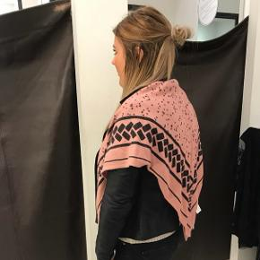 Flot firkantet tørklæde 🌸