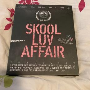 BTS Skool Luv Affair album. Albummet er i rigtig god stand og uden fotokort  Køber betaler fragt ellers kan jeg også mødes i Aarhus   Prisen er ikke fast, så skriv hvis du er interreseret og vi finder ud af noget :)