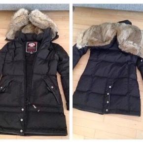 Pajar jakke i størrelse xs, nypris er 4500 kroner. (Billedet er lånt, men min jakke er magen til)