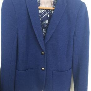 Smuk blå Gustav blazer str 36  78% bomuld 9% uld 10% polyamid 3 % elastan