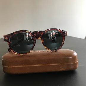 Solbriller fra Komono. Aldrig brugt. Æske og pudseklud medfølger. nypris: 200 kr.