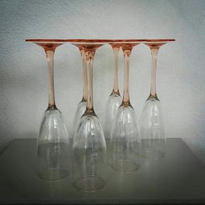 Champagneglas, høje glas fra franske Luminarc.  Med lyserød/ferskenfarvet stilk. Pr stk
