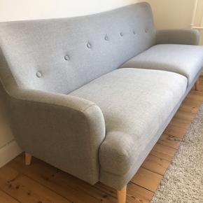 Flot sofa fra IDEmøbler, købt for et år siden og er nærmest ikke brugt, den står som ny.  Nypris: 4000kr