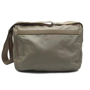 Få brugstegn rundt omkring på tasken  Mål: 25x29x11cm  Skriv endelig ang. mere info.   No. 00013