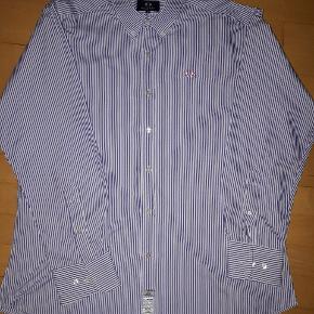 Brugt og vasket en gang så fremstår som ny.. super lækker kvalitets skjorte str l men stor i str så svarer mere til xl.brystmål 2*61/62 cm  Np 2000 kr ..derfor prisen