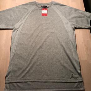 Jordan T-Shirt, grå, XL, ubrugt.