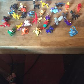 Store Pokemon figurer ca 4-6 cm høje med Pikcahu.Koster 119 kr med fragt eller kan hentes i Herning for 100 krDu får en pose med 10 stk.