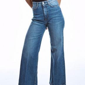 Lækre højtaljede flared jeans fra Whyred i modellen Ruth Vintage str. 25/32. Sælges med prismærke, da jeg må indse, at jeg har for mange jeans 😅.