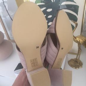 Super fine sandaler med hæl  ReDesigned by Dixie  Str. 38 (lidt små i str. passer en str. 37)  Helt ubrugte og så fine!