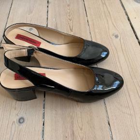 Fine sko, brugt få gange! Sælges da jeg ikke får dem brugt nok. Spørg efter flere billeder og byd gerne 😊  -køber betaler fragt