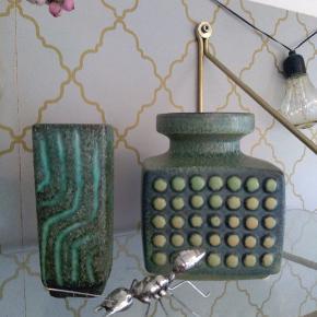 Super flotte keramik vader med lækre detaljer.  Den lille firkantet koster 125 kr Den med knopper koster 200 kr.  Samlet pris 300 kr.  Afhentes i Tilst på min adresse.