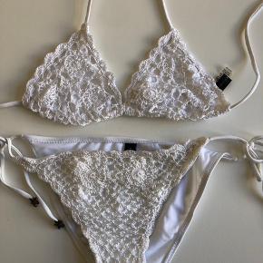 Bikini fra ASOS (Southbeach), underdelen er en 38 (passet en 36/38) og overdelen 36 (lidt lille) aldrig brugt og fremstår som ny. Bytter ikke og sender kun på købers regning 😊 nypris 300kr