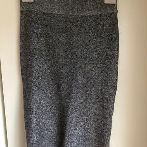 Pencil skirt fra Malene Birger i stretch materiale. Passer både xs og small.