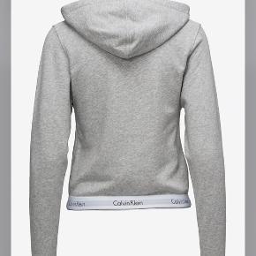 Sælger denne zip up hoodie fra calvin Klein Str M men fitter xs-small God stand🌸 Byd