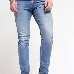 Levis jeans i modellen 508. Kun brugt 2-3 gange, men sælges da de desværre ikke passer min kæreste længere.  Str W30 L34.  Nypris ca 900,-