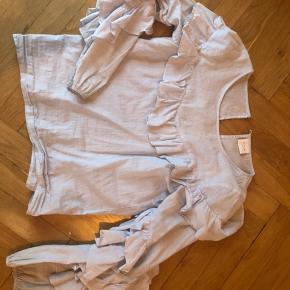 Super sød bluse fra VILA, ingen tegn på slid❄️  Str. S
