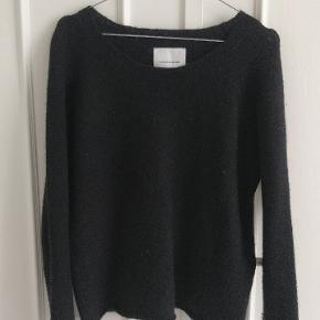Enkel sort sweater