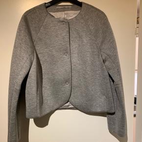 Super lækker kort Tiger of Sweden 'jakke'/cardigan med knapper. NP 1.400 kr.