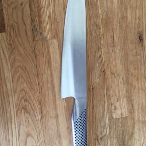 Global chef kokkekniv, model G2. Nypris 449. Holder evigt. Er nyslebet. Kan evt. sendes, jeg pakker den godt ind.