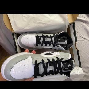 Air Jordan 1 mid Grey size 36.5  Dswt  Pris : (budt 1700 )Bin 1850