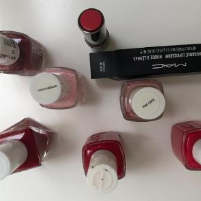 Varetype: neglelak Størrelse: alm Farve: flere Oprindelig købspris: 800 kr.  Essie neglelak, flere farver (lady like, angora cardigan, bubbles only, romper room m.m) sælges samlet, flere er kun brugt 1 gange, andre 3-4 gange.   Bytter ikke og handler via mobilpay!