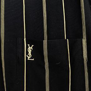 Yves Saint Laurent sommer polo/skjorte   100% silke og voldsom kvalitet !  Hænger meget løst og er dejlig at have på.