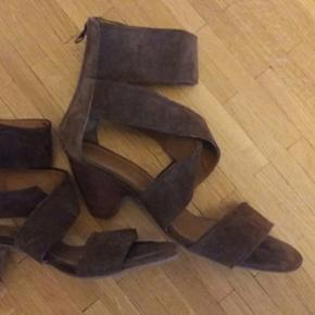 Sandalettes pointure 39 portées une fois