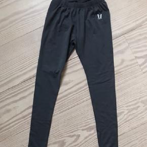Flotte grå Vuarnet ski undertøj eller træningsbukser. Str.small. Passer typisk alle str. small. Som nye. Porto 38 kr.