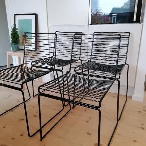 Sælger 4 fine hay string stole. De fremstår som nye. Kan bruges indenfor og udenfor. Mine er blevet brugt som spisebordsstole