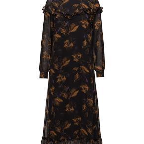 """Gestuz """"Carola"""" dress.  Str. 38. Brugt cirka 5 gange.  Nypris: 1400 kr."""