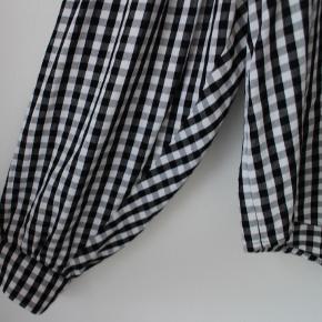 Sort/hvid-ternet skjorte fra Envii - brugt få gange ✨