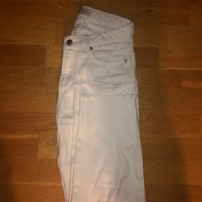 Brugt i en kort periode (og stort set så gode som nye)  Loose fit (Boyfriend jeans)  BYD (sælger billigt)