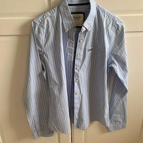 BYD. Sælger denne flotte skjorte i str. M - brugt, men fejler absolut ingenting. :-)