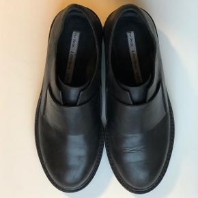 Flotte sko fra & other stories i enkelt design  Brugt enkelte gange Nypris 1150 Se også mine andre annoncer 😊
