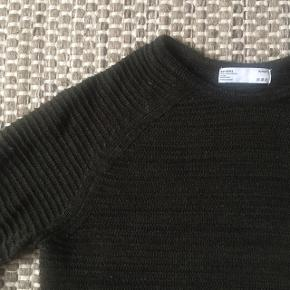 Bershka. X small 58% bomuld 42% polyester  Meget fin stand, ingen fnuller. Men ikke som ny.